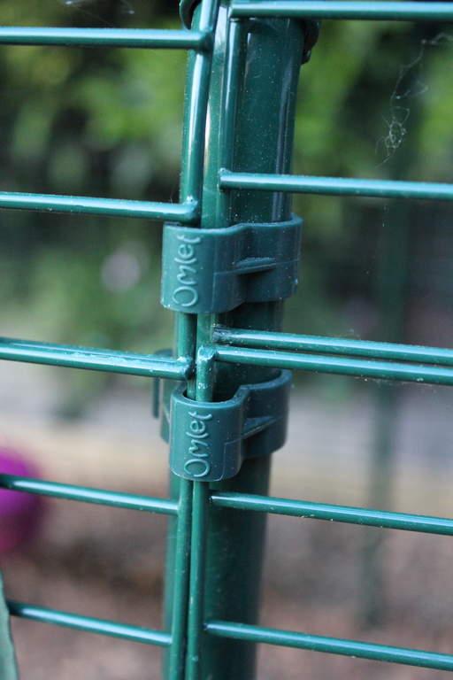 Outdoor Pet Run Pole Clip 8100136 Eglu Spares Accessories